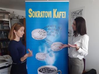 SOKRATOVI-KAFEISokratovi-kafei-najava-2019.-Amina-i-Azra
